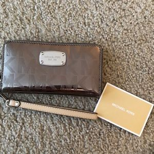 MICHAEL KORS WRISTLET/PHONE HOLDER